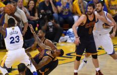 Kembali Menang, Warriors Buat Cavaliers Terburuk di Final NBA - JPNN.com