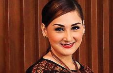 Mona Ratuliu Belum Kesampaian Salat di Istiqlal - JPNN.com