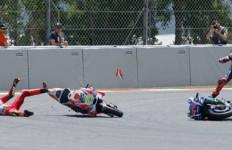 Dendam, Lorenzo Minta MotoGP Hukum Iannone Tak Boleh Balapan - JPNN.com