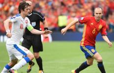 Assist ke Pique, Bukti Tanggung Jawab Iniesta Untuk Spanyol - JPNN.com
