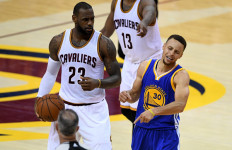 Cavs 3-3 Warriors: Curry Fouled Out Perdana, Lempar 'Gigi' Kena Fans - JPNN.com