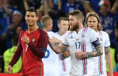 Ditolak Tukar Jersey dengan Ronaldo, Begini Reaksi Pemain Islandia - JPNN.com