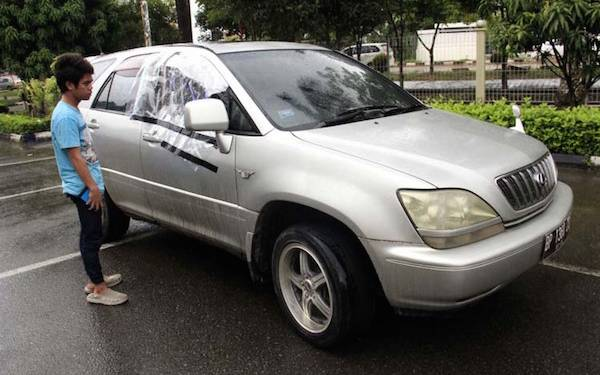 Duarrr! Kaca Mobil Pecah, Duit Puluhan Juta di Jok pun Raib - JPNN.com