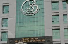 KKP Serahkan 312 Dokumen Izin Usaha Tangkap - JPNN.com