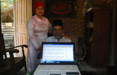 Memaknai Kitab Kuning ke Dalam Bahasa Jawa dengan Laptop Pinjaman - JPNN.com