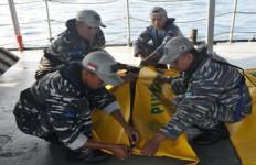 Kapal Tenggelam, Korban Dievakuasi Lewat Jalur Udara dan Laut - JPNN.com