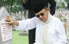 Hadiah Ultah untuk Eyang Habibie - JPNN.com