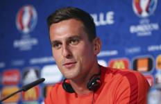 Masih Mandul, Striker Polandia Ini Minta Bantuan Legenda Arsenal - JPNN.com