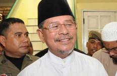 Gubernur Ini Memilih Berkantor di Masjid - JPNN.com