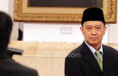 Salut…Menteri Nonmuslim Ini Ikut Berzakat - JPNN.com