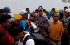 Alami Lonjakan Penumpang, KSOP Ambon: Kapal Tidak Akan Berangkat - JPNN.com