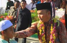 Mantan Suami Ussy Sulistiawati Umrahkan 25 Warga - JPNN.com
