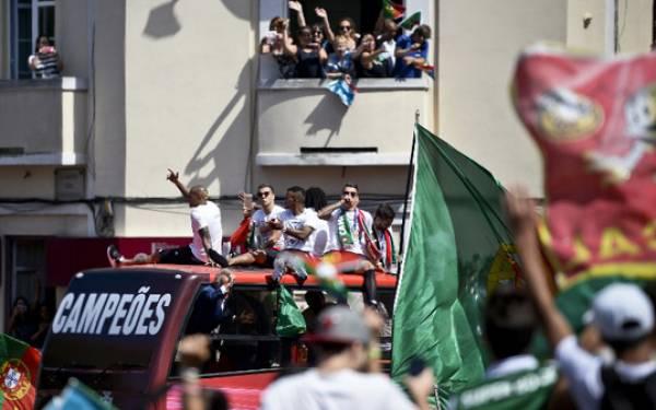 Galeri Foto Kemeriahan Parade Juara Euro 2016 Timnas Portugal - JPNN.com