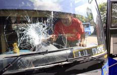 Berulah Lagi, Oknum Sopir Angkot Pecahkan Kaca Bus Trans Batam - JPNN.com