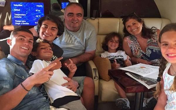 Terbang dengan Pesawat Khusus, Ronaldo Berlibur Bersama Keluarga - JPNN.com