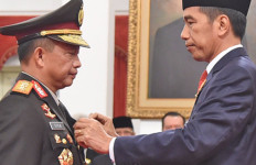 Gagahnya Tito Karnavian Saat Dilantik jadi Kapolri - JPNN.com