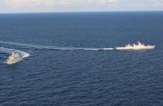 HEBAT! Dua Kapal Perang TNI AL Bermanuver, Negara Lain Makin Segan - JPNN.com