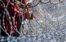 600 Personel TNI-Polri Bubarkan Paksa Aksi Mengganggu NKRI - JPNN.com