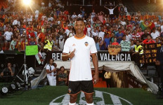 Luis Nani Resmi Diperkenalkan Valencia di Mestalla - JPNN.com