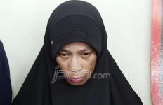 Bebas dari Pengawasan Petugas, Ternyata Anwar Ganti Kostum di Sini - JPNN.com
