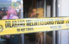 Suami Pergoki Pria di Kamar Kos Istri, Banjir Darah! - JPNN.com