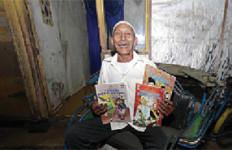Hebat! Tukang Becak Ini Rela Mengajar Gratis untuk Gelandangan - JPNN.com