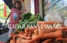 Mohon Hati-hati! Pedagang Cuci Wortel di Parit, Lalu Dijual - JPNN.com