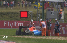 Rosberg Raih Pole Position, Rio Sempat Tergelincir - JPNN.com