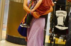 Oh Shakira..Meski Gendong Anak, Masih saja Menggairahkan - JPNN.com