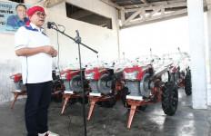 Beri 15 Alat Hand Tractor untuk Petani dan Bicara Empat Pilar - JPNN.com