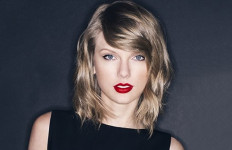 Manggung di Konser Drake, Kanye West Sindir Taylor Swift - JPNN.com
