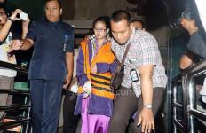 Damayanti Beri Uang ke Widya Usai Sosialisasi Empat Pilar - JPNN.com