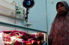 Inilah Ibu yang Tega Buang Bayi di Pinggir Jalan - JPNN.com