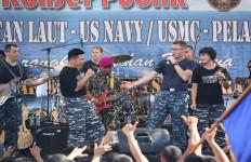KEREN! Personel Grup Band Angkatan Laut AS Bergoyang Dumang, Nih Fotonya - JPNN.com