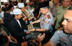 Kapolri Serahkan 1.000 Alquran dari Bank Sinarmas ke Warga Semarang - JPNN.com
