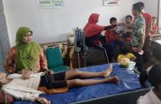 Puluhan Murid Keracunan Jajanan di Sekolah, Nih Fotonya - JPNN.com