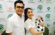 Tya Ariestya Kaget, Tangis Pertama Bayi Tabung Itu pun Terdengar - JPNN.com