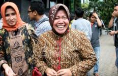 Semoga Bu Risma Tersentuh Lihat Tanda Tangan Ribuan Warga Surabaya Ini - JPNN.com