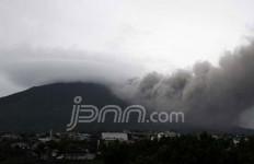 Gunung Dukoni Meletus, Puluhan Ribuan Masker Dibagikan - JPNN.com