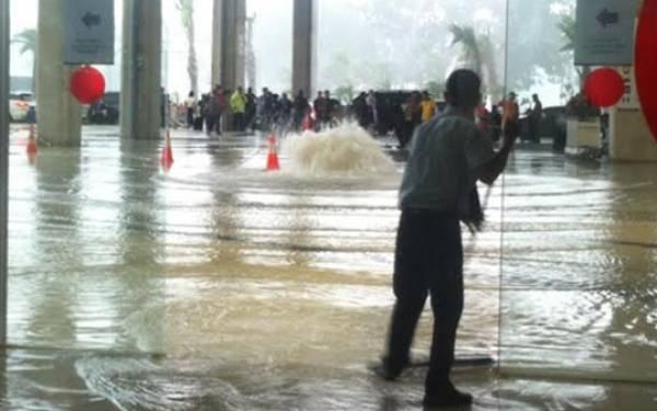 Banjir di Terminal 3 Bandara Soetta, Begini Penjelasan Wika - JPNN.com