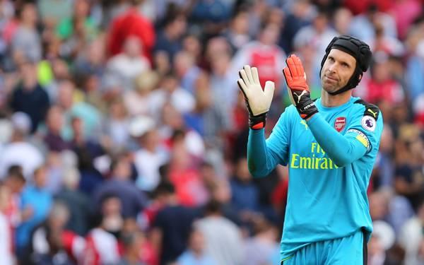 Dijebol 4 Gol Liverpool, Petr Cech Nabrak Tiang di Parkiran Emirates - JPNN.com