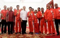 Angkat Besi Diberi Padepokan, Rosan Roeslani Apresiasi Jokowi - JPNN.com