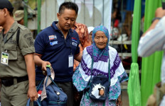 Naik Haji dari Tabungan Hasil Jualan Daun Pisang Selama 20 Tahun - JPNN.com