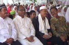 Indahnya Toleransi, 100 Umat Muslim Ikuti Pengajian di Halaman Gereja - JPNN.com