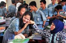 Waduh Murid Merana, Jumlah Guru PNS Berkurang - JPNN.com