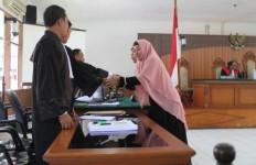 Baca Pledoi, Anak Buah Bupati Subang dan Istri Umbar Air Mata - JPNN.com