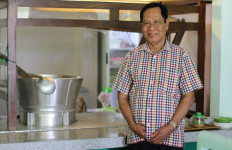 Dulu Jualan Soto Ayam Keliling, Sekarang Omzet Miliaran Rupiah - JPNN.com