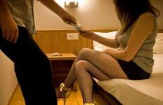 Bu Dosen Cantik dan Pak Kades Indehoi di Hotel, Eh Ketahuan Suami - JPNN.com