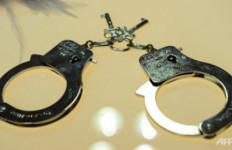 Nekat Banget! Preman Kampung Ini Hajar Pak Polisi - JPNN.com