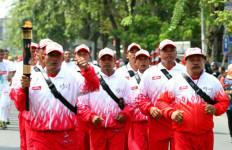 Pertina Karawang Pimpin Kirab Api PON XIX  - JPNN.com